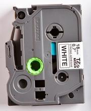 TZe-S241 - bílá/černý tisk, extrémně adhezivní, 18 mm - 2