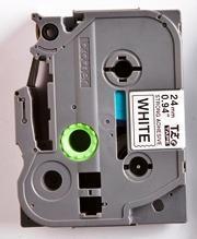 TZe-S251 - bílá/černý tisk, extrémně adhezivní, 24 mm - 2